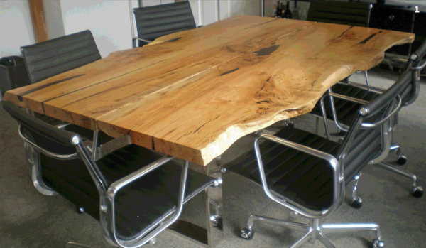 5 table top ideas for diy industrial pipe desks - Plateau bois massif ikea ...