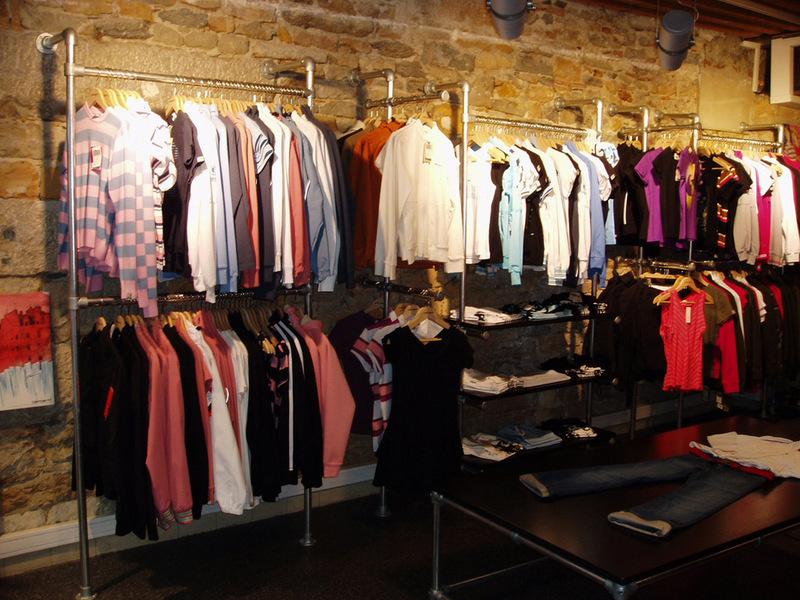 kledingrekken voor uw winkel kledingrekken en kledingopslag. Black Bedroom Furniture Sets. Home Design Ideas